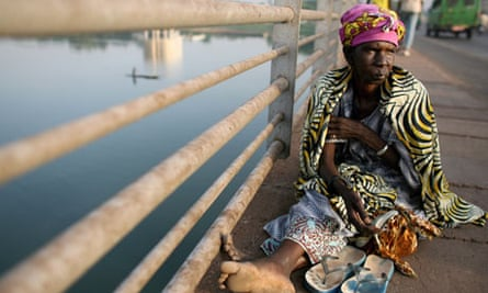 woman by Niger river