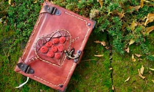 picture of an old-fashioned leather-bound diary