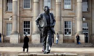 Harold Wilson statue in Huddersfield