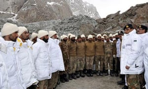 Avalanche buries 130 Pakistan soldiers in Himalayan region