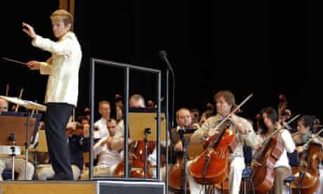 Marin Alsop conducts