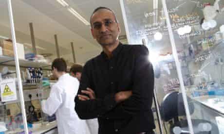'Venki' Ramakrishnan in his Cambridge lab