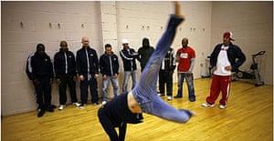 Jason Orange breakdances