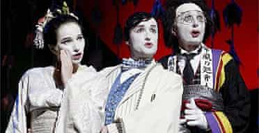 Jacqueline Varsey, Joseph Shovelton and Jasper Carrott in The Mikado, Coliseum, London, 2002
