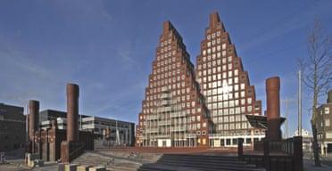 Pyramid housing complex by Soeters Van Eldonk