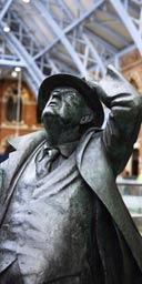 Martin Jennings' statue of Sir John Betjeman unveiled at St Pancras