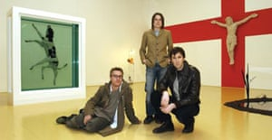 Angus Fairhurst (far right), Sarah Lucas (centre) and Damien Hirst at Tate Britain in 2004