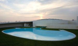 Barcelona swimming pool by Álvaro Siza