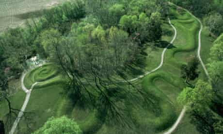 Great Serpent Mound, Adams County, Ohio, US (c1070)
