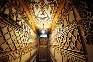 Gallery Khadambi Asalche's home: Khadambi Asalche's home: hallway