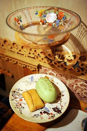 Gallery Khadambi Asalche's home: Khadambi Asalche's home - soap dish