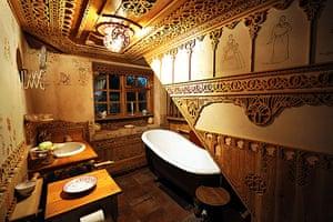Gallery Khadambi Asalche's home: Khadambi Asalche's home: bathroom
