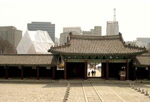 Week in art : PradaTransformer , Seoul, Rem Koolhaas