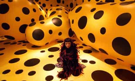 Yayoi Kusama at the Serpentine Gallery in 2000