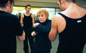 Gwen Verdon, who played Roxie Hart in Chicago in 1975, gives advice to dancers in 1999