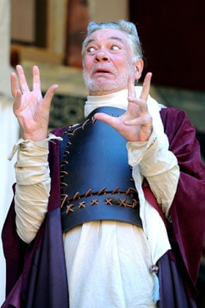 Matthew Kelly as Pandarus in Troilus and Cressida at the Globe