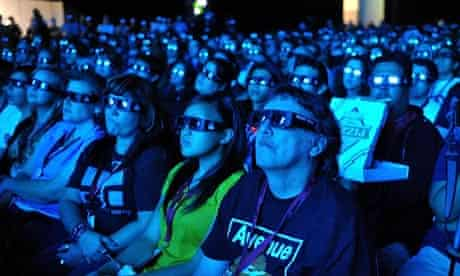 Fans at the Avatar Q&A during Comic-Con 2009 in San Diego