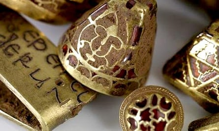 Anglo-Saxon gold hoard found in Staffordshire