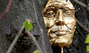 A gold mask, the prize of a Shakespearean treasure hunt organised by Patrick and Patricia Padget
