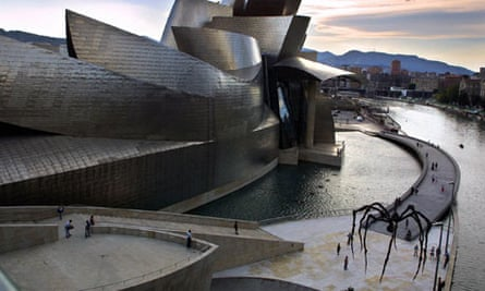 Maman (1999), exhibited outside the Guggenheim Museum in Bilbao.