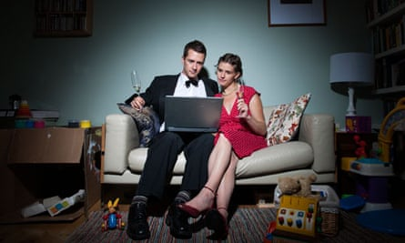 Leo and Sarah watch Plácido Domingo at the Met on their laptop