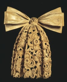 Grinling Gibbons's Cravat (1890), currently on display at the V&A.