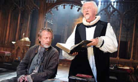 Stephen Boxer and Oliver Ford Davies in Written on the Heart