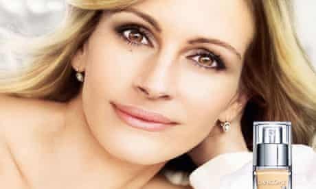 One of the Lancôme adverts featuring Julia Roberts for L'Oréal that has been pulled.