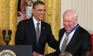 Obama presents Jaspar Johns with the Medal of Freedom