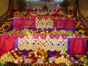 Hirst Mexican Death: traditional altar
