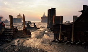 Shipbreaking #13, Chittagong, Bangladesh, 2000, by Edward Burtynsky.