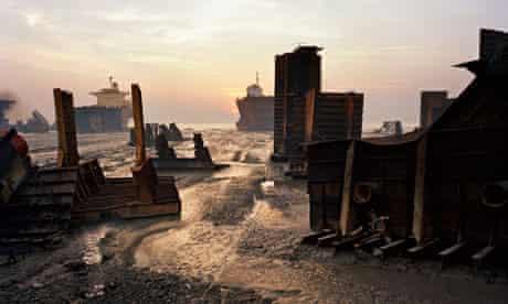Shipbreaking #13, Chittagong, Bangladesh, 2000, by Edward Burtynsky.
