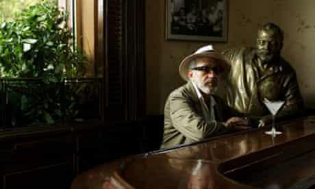Elia Suleiman in 7 Days in Havana
