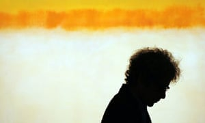 An art fan in front of a Rothko