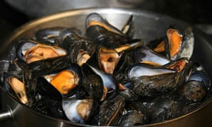 A pan of mussels