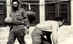 Feltrinelli playing basketball with Fidel Castro