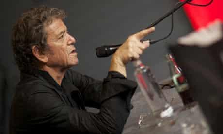 Lou Reed talking on mic