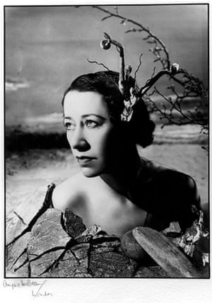 Beckett - Flora Robson photographed by Angus McBean