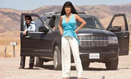 Benicio del Toro and Salma Hayek in Savages