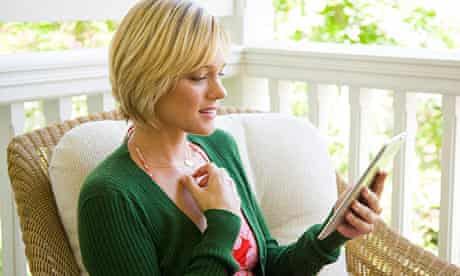 Young woman reads from a Kindle