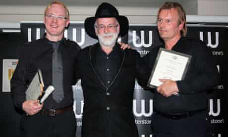 Terry Pratchett with the winners of the Anywhere But Here, Anywhen But Now award
