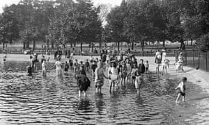 Bathers in the Serpentine in Hyde Park, summer 1911