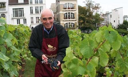 Wine-grower in a vineyard in Montmartre, Paris