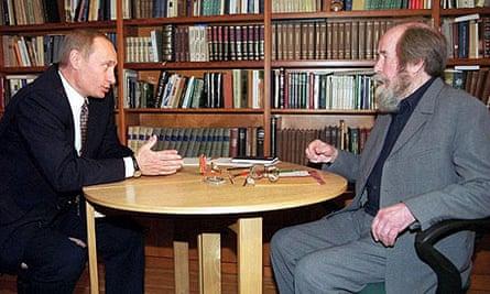 Alexander Solzhenitsyn meets Vladimir Putin in 2000