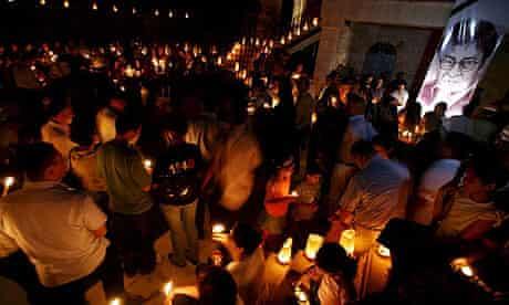 Candlelit vigil in Ramallah following death of Mahmoud Darwish
