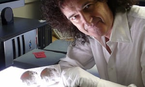 Brian May with a 'stereograph'