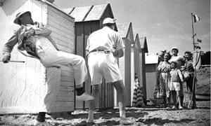 LES VACANCES DE M HULOT (FR 1953) JACQUES TATI, left