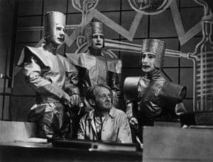 Robots: Scene from a 1938 English production of <R.U.R.>