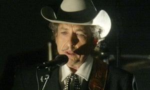 Bob Dylan performing in 2002