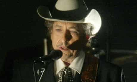 Bob Dylan performing in 2002